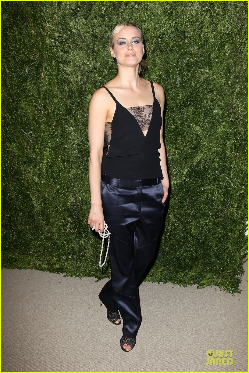 ashley olsen julianne moore cfda fashion fund finalists celebration 12