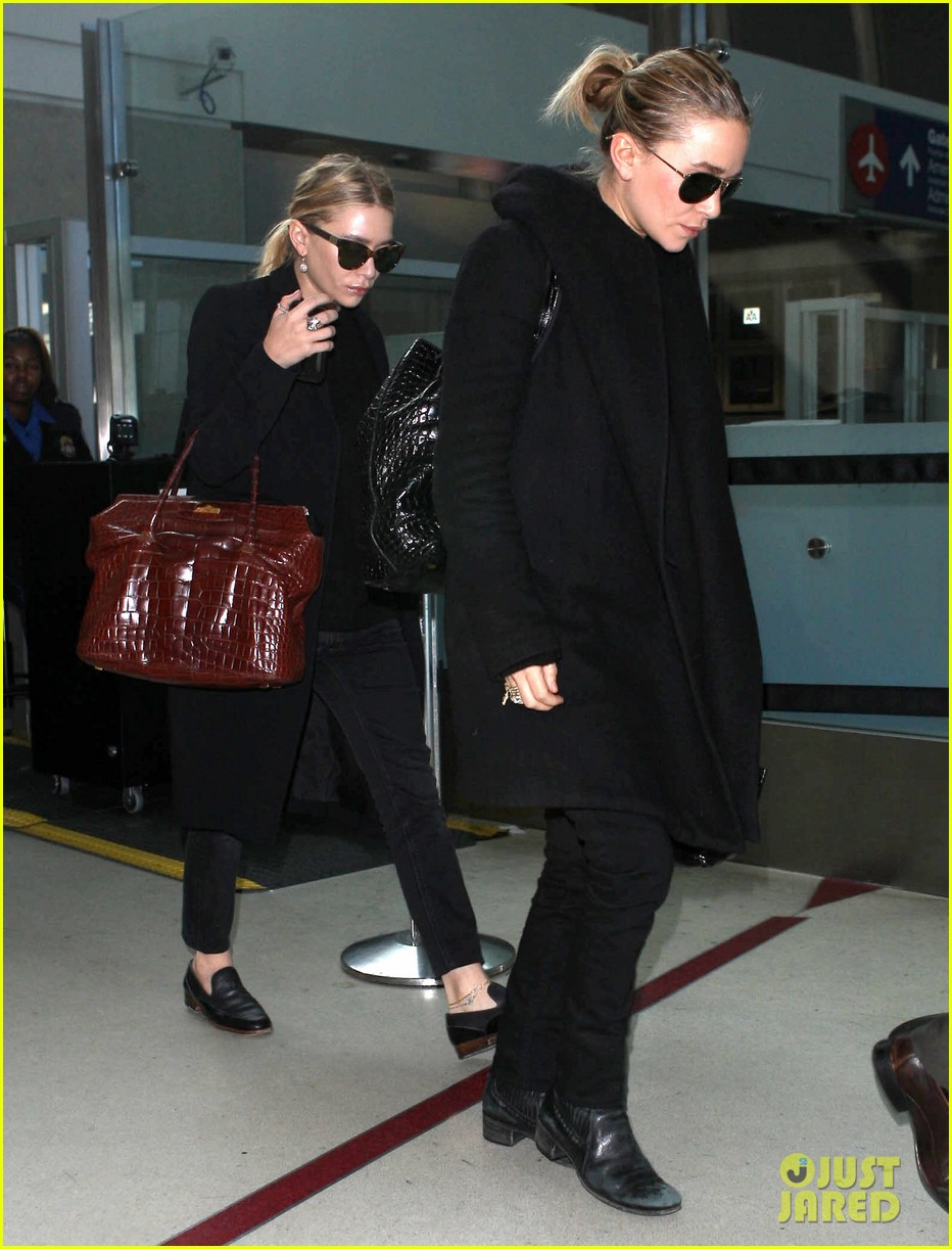 mary kate ashley olsen land at lax 09