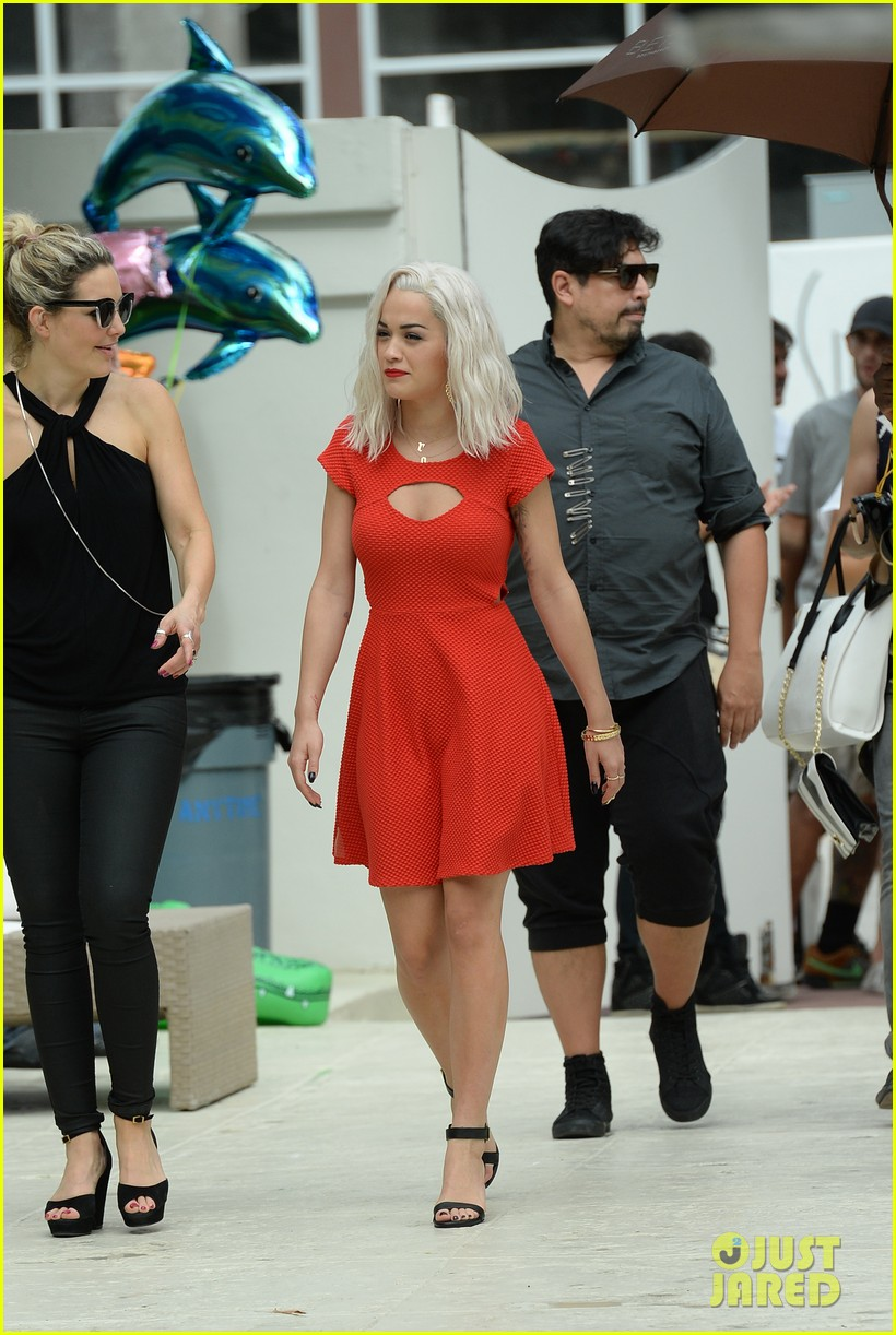 rita ora rushed to hospital during photo shoot in miami 252995478
