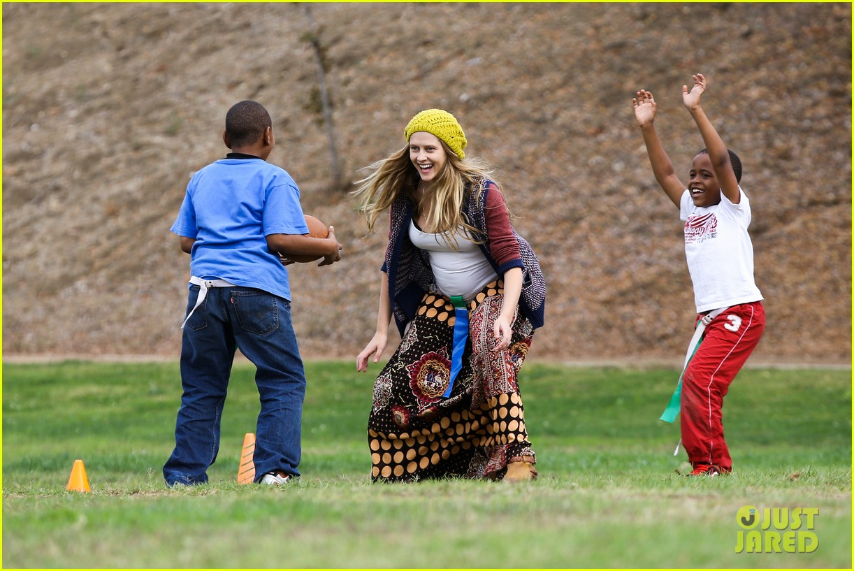 teresa palmer dives for ball during family football game 10