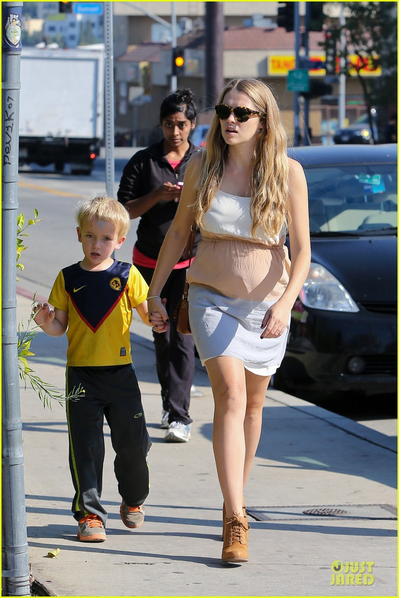 teresa palmer glowing lunch with nephew 012989267
