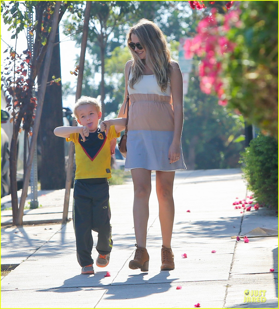 teresa palmer glowing lunch with nephew 122989278