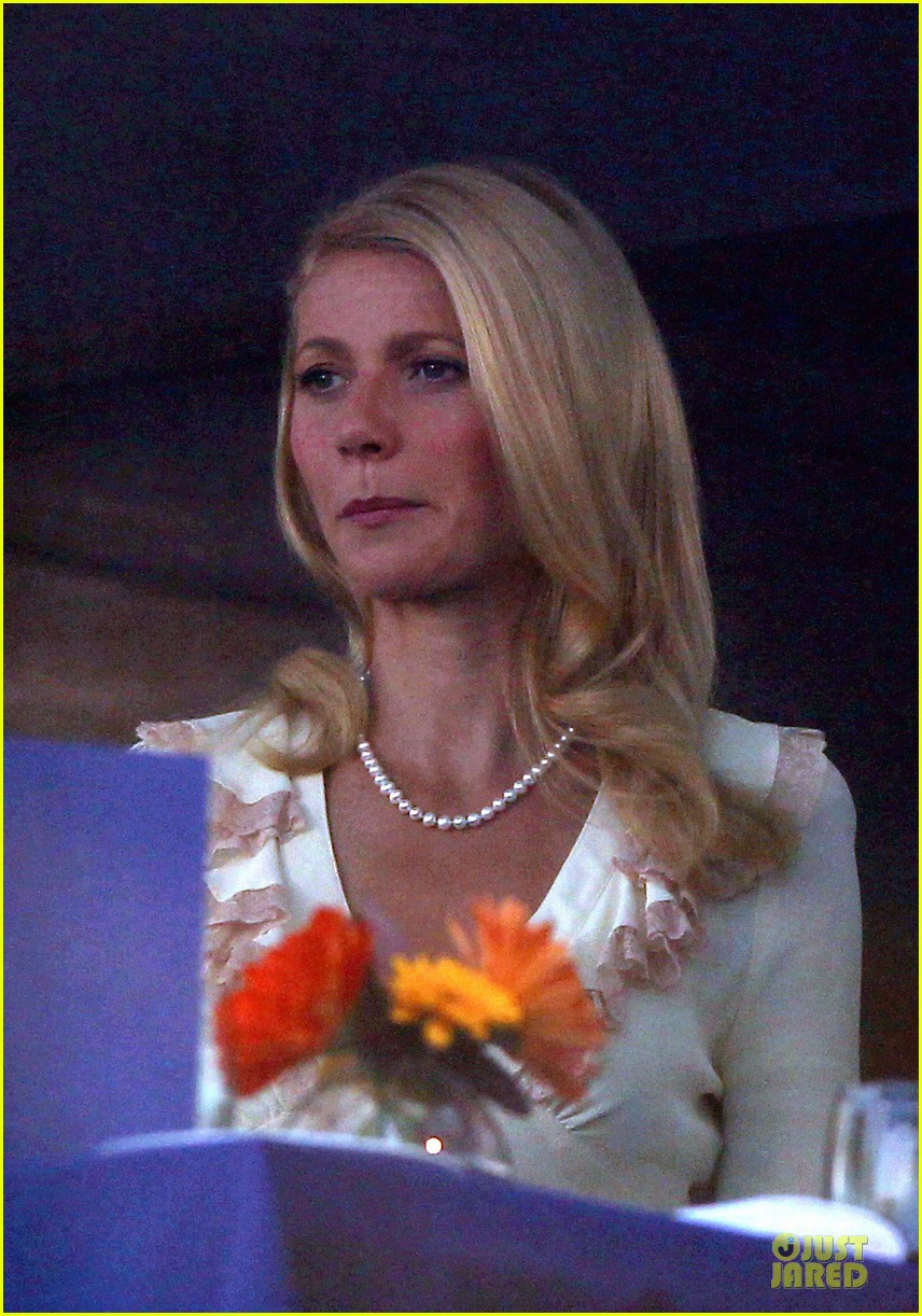gwyneth paltrow kids company dinner host 083000228