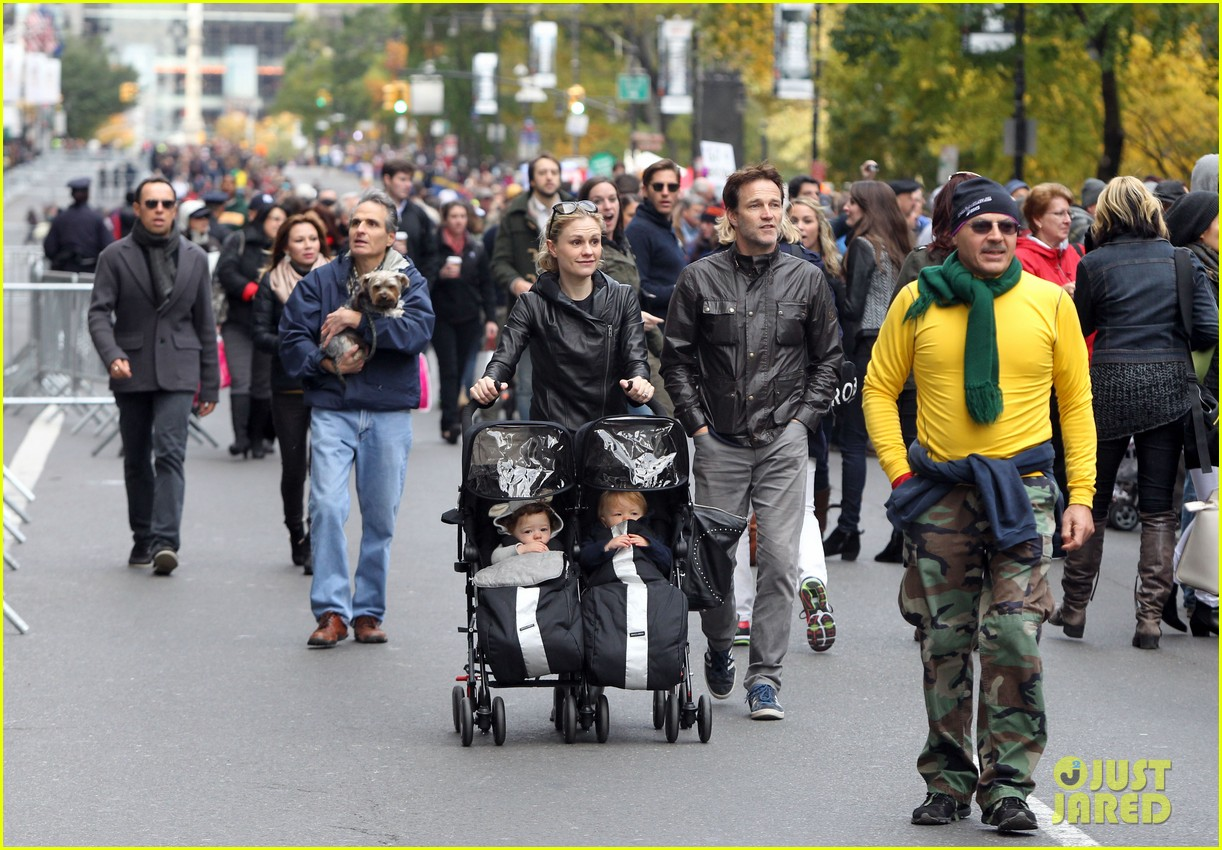 anna paquin stephen moyer check out nyc marathon 06