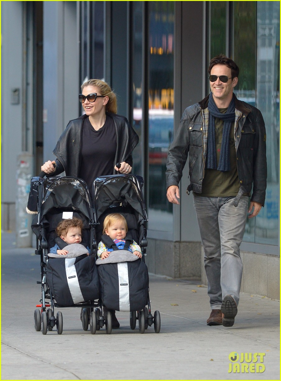 anna paquin stephen moyer big apple stroll with the twins 012990562