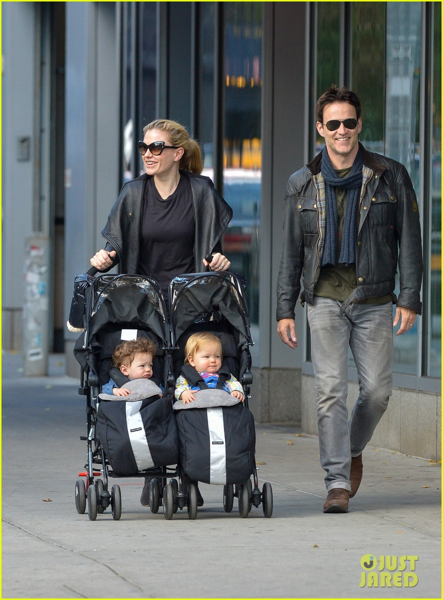 anna paquin stephen moyer big apple stroll with the twins 022990563