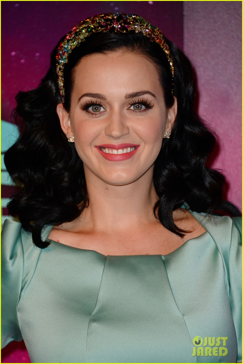 katy perry mtv ema 2013 red carpet 06