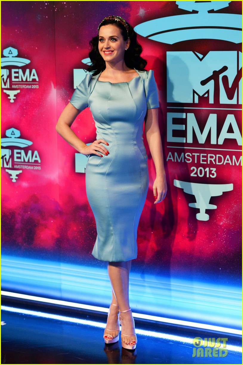 katy perry mtv ema 2013 red carpet 08