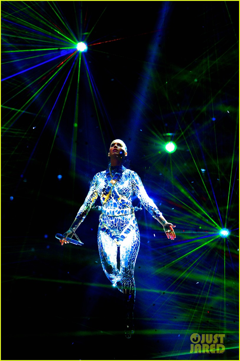 katy perry performs unconditionally at mtv ema 2013 video 072989866