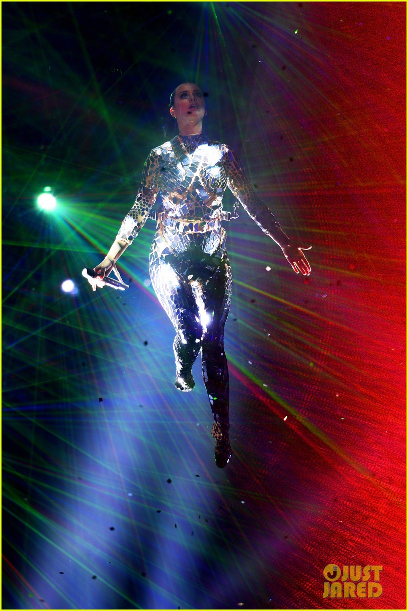 katy perry performs unconditionally at mtv ema 2013 video 21