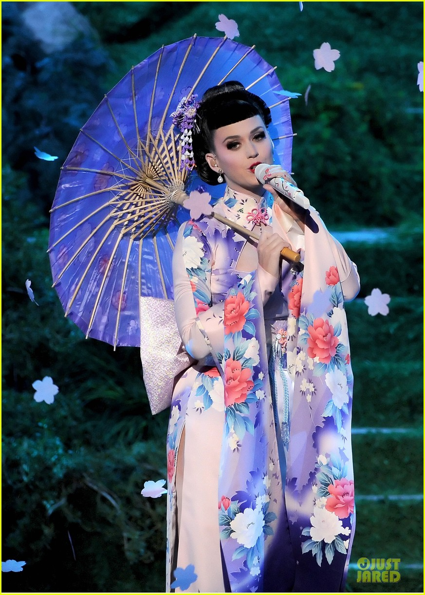 katy perry unconditionally performance at amas 2013 video 02
