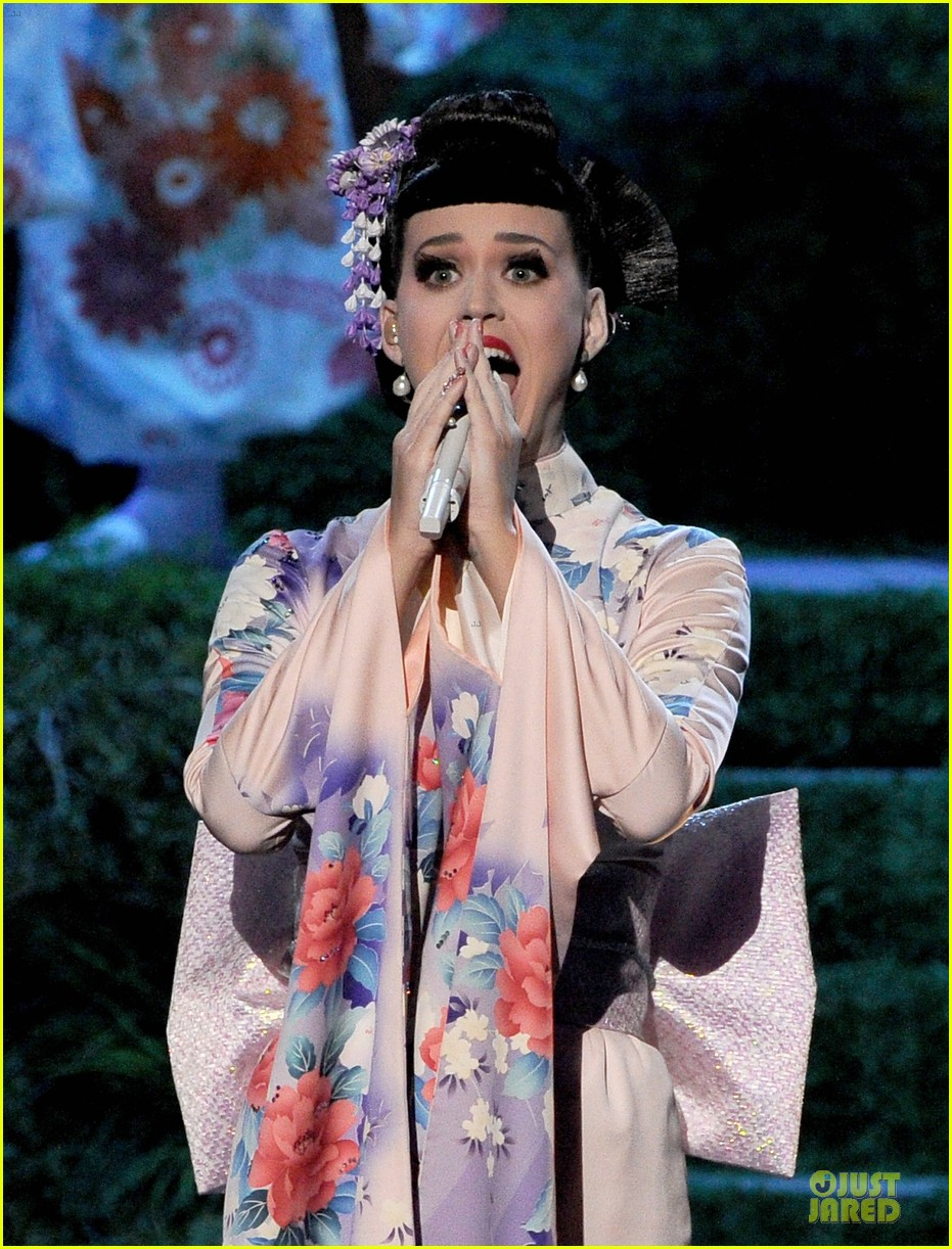 katy perry unconditionally performance at amas 2013 video 08