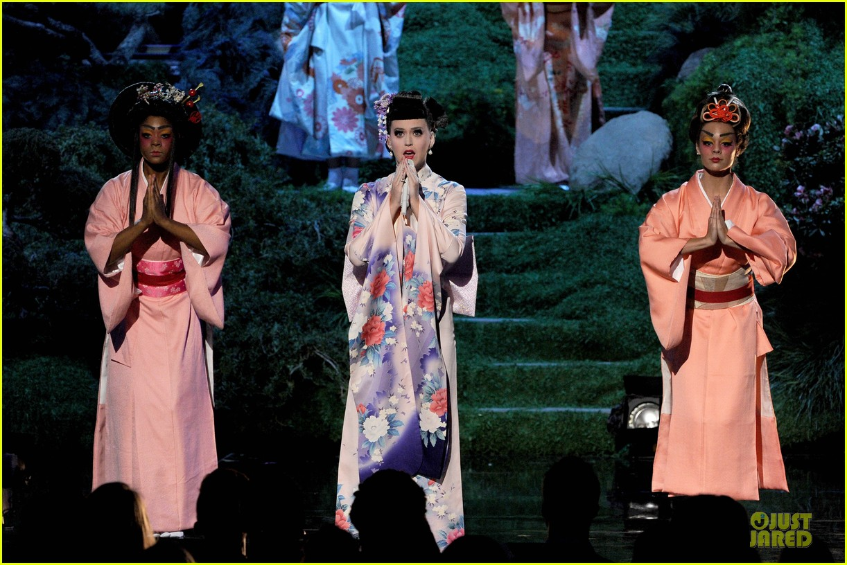 katy perry unconditionally performance at amas 2013 video 10