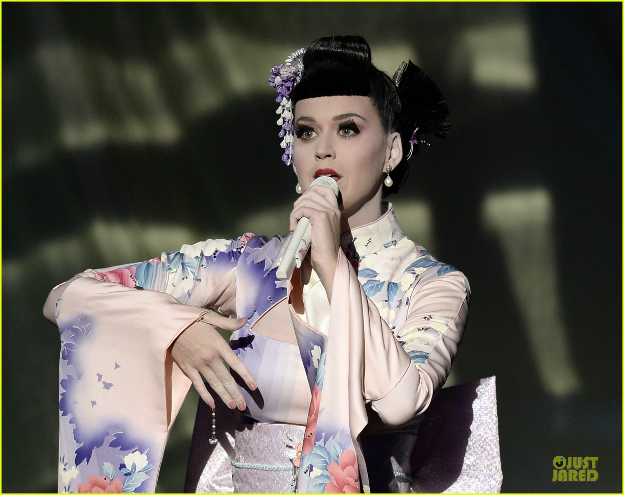 katy perry unconditionally performance at amas 2013 video 16