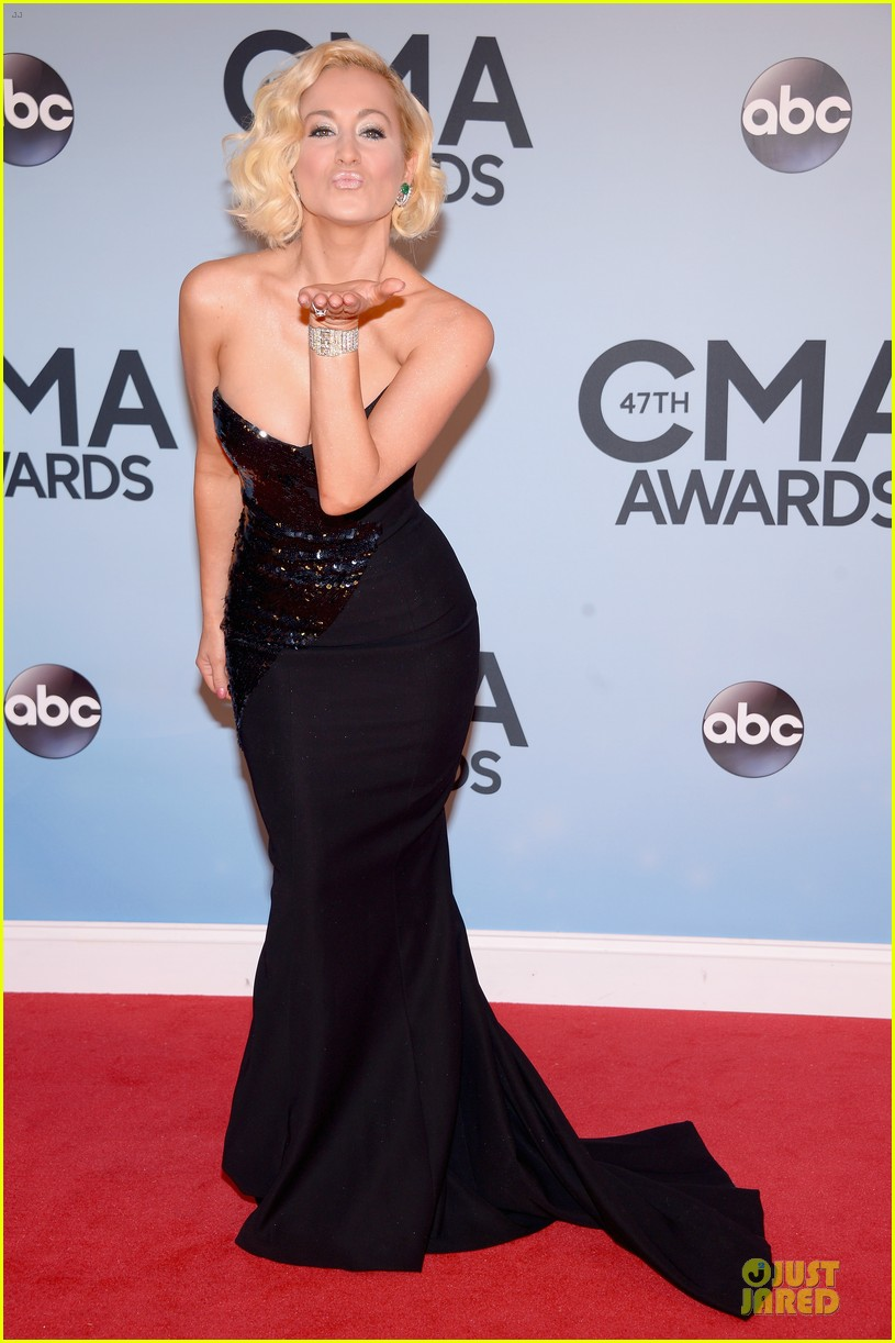 kellie pickler scotty mccreery cma awards 2013 red carpet 03