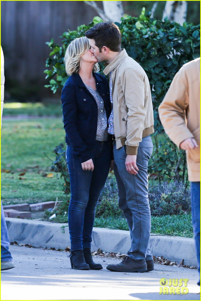 amy poehler adam scott kiss for parks recreation 082993364