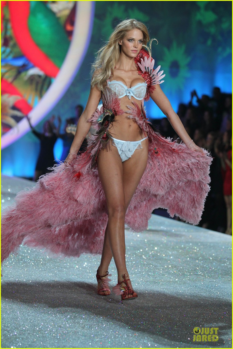 behati prinsloo erin heatherton victorias secret fashion show 2013 01
