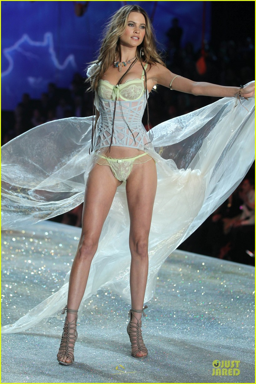 behati prinsloo erin heatherton victorias secret fashion show 2013 282992295