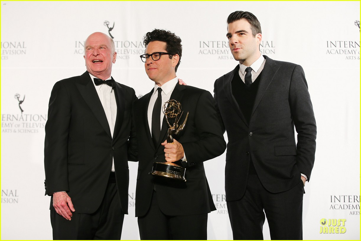 zachary quinto honors jj abrams at international emmys 15