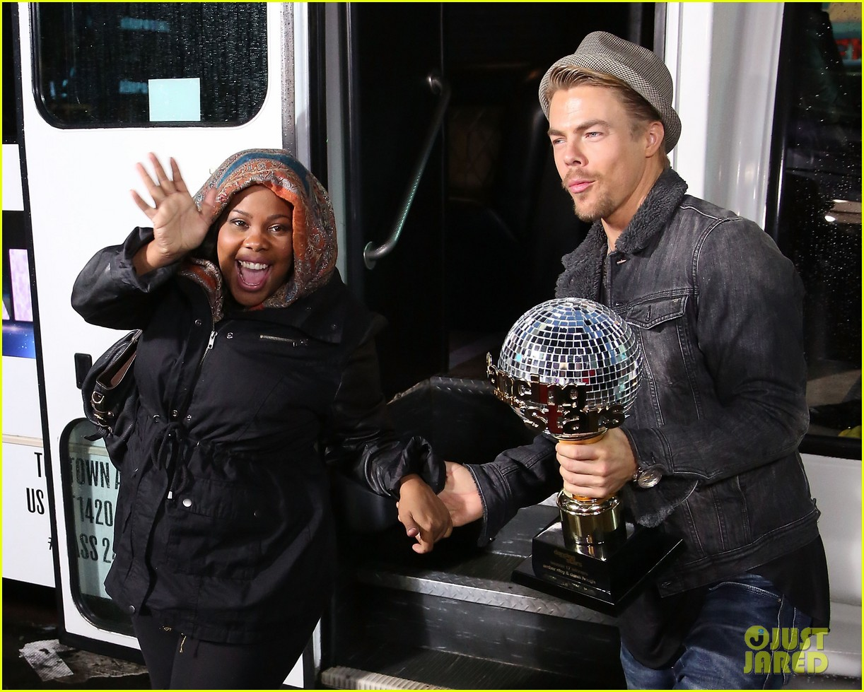 amber riley celebrates dwts win on gma 08