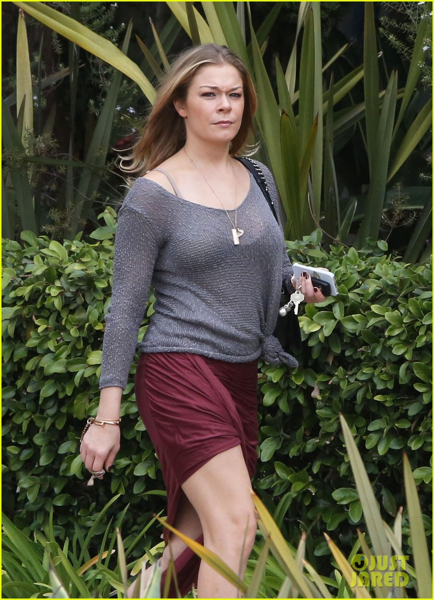 leann rimes spends day catching up on real life 192997268