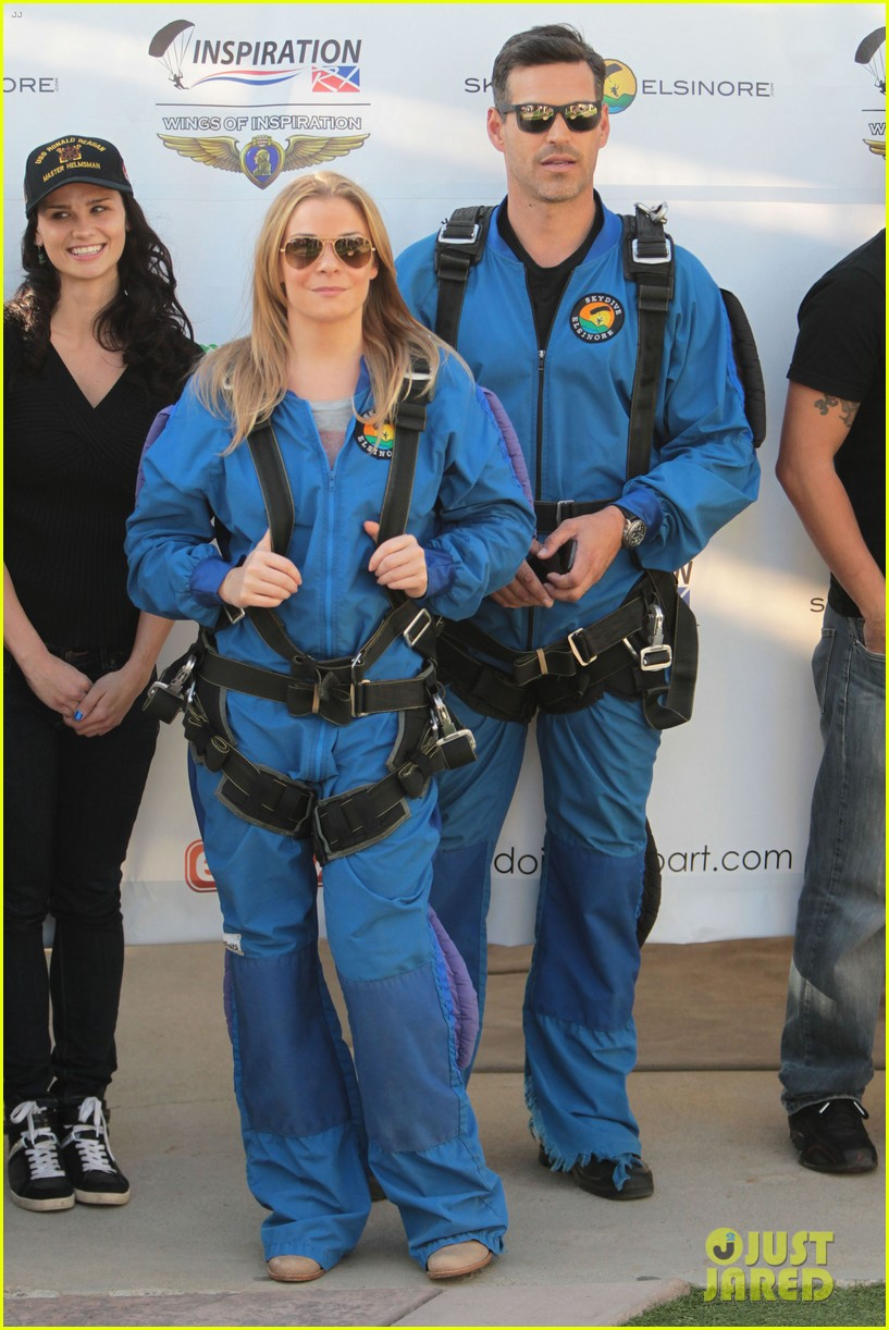 leann rimes eddie cibrian skydive elsinore couple 192990960