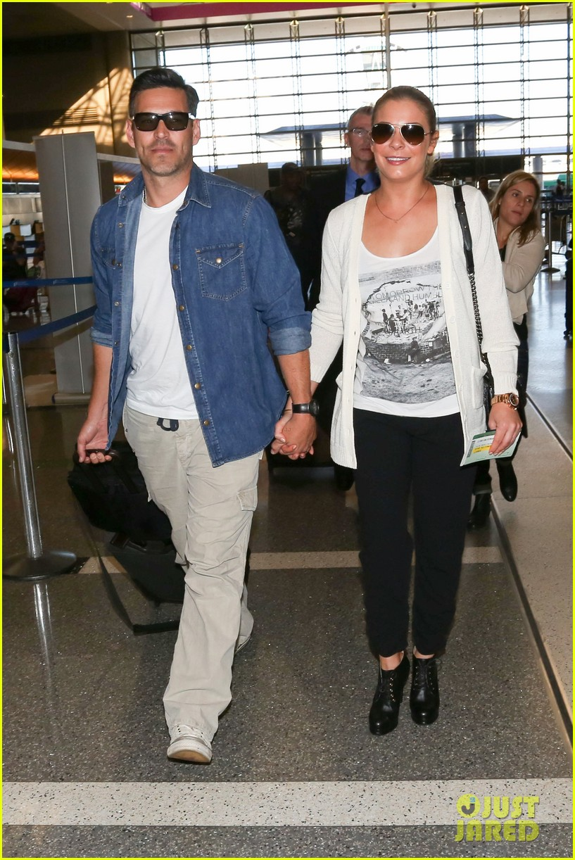 leann rimes eddie sibrian hold hands at lax 09