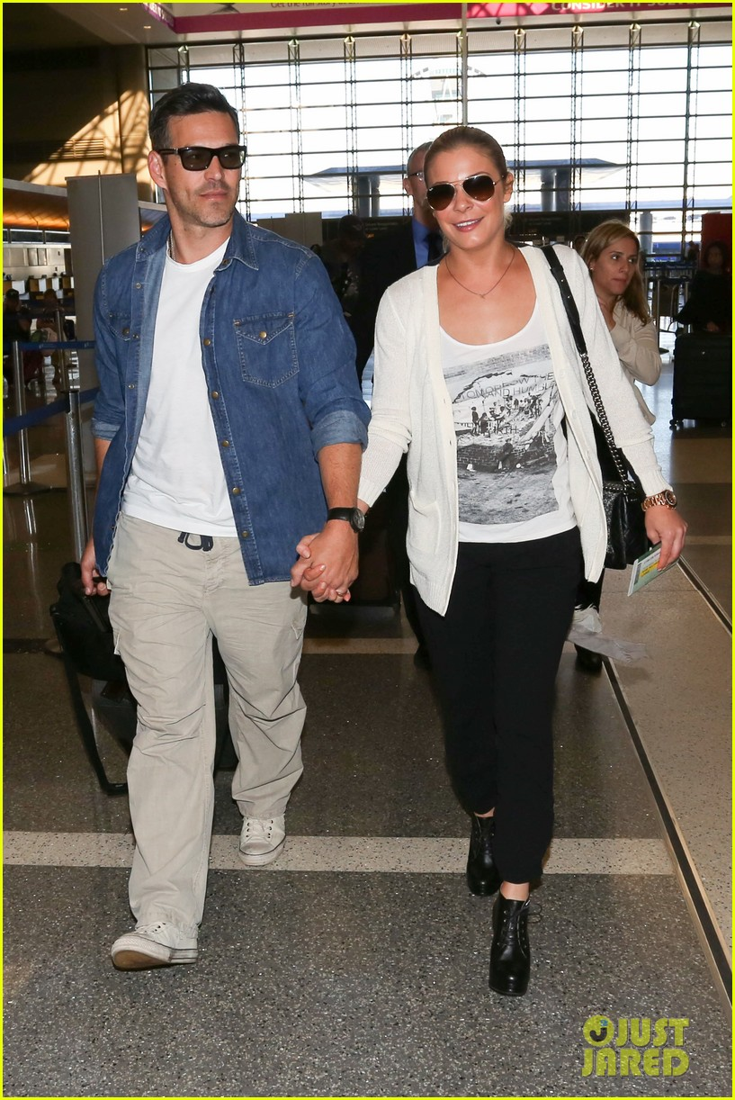 leann rimes eddie sibrian hold hands at lax 112993262
