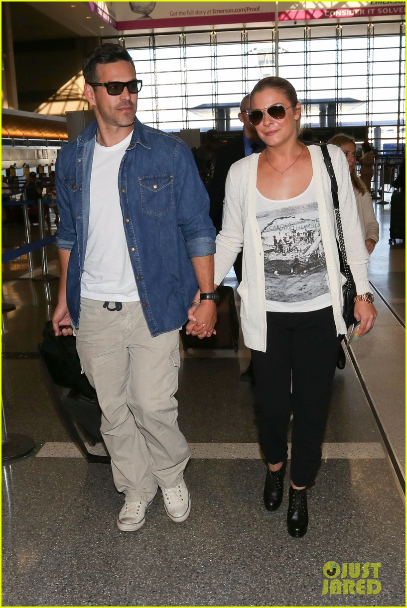 leann rimes eddie sibrian hold hands at lax 12