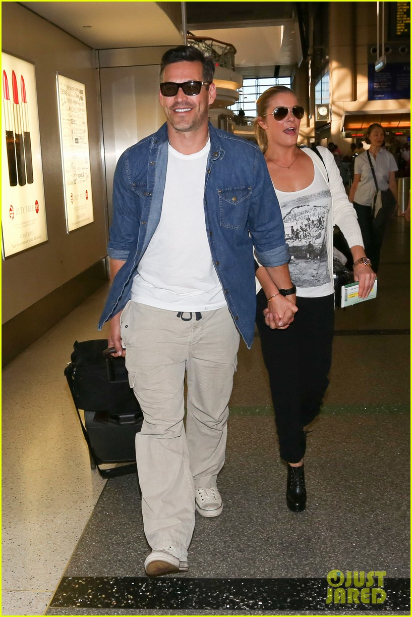 leann rimes eddie sibrian hold hands at lax 132993264