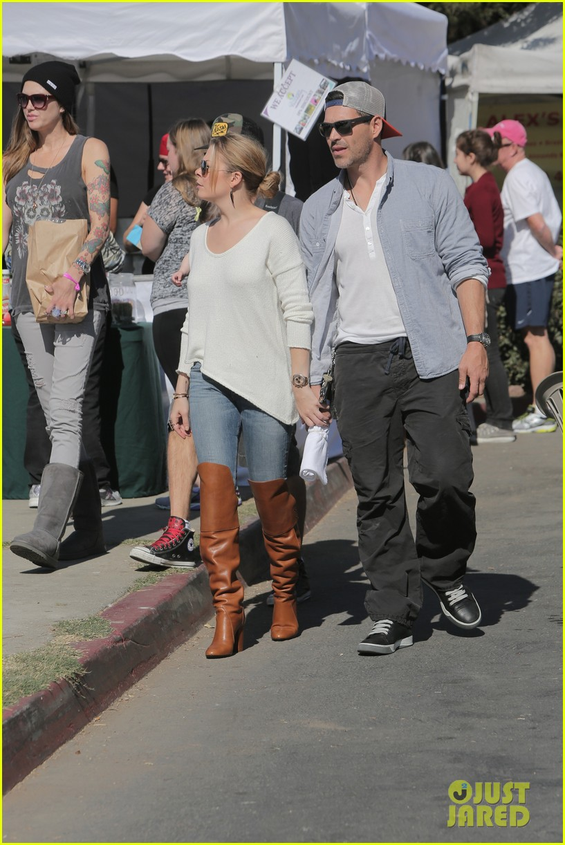 leann rimes eddie cibrian get affectionate at farmers market 012990046
