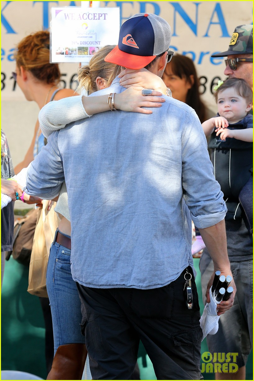 leann rimes eddie cibrian get affectionate at farmers market 06