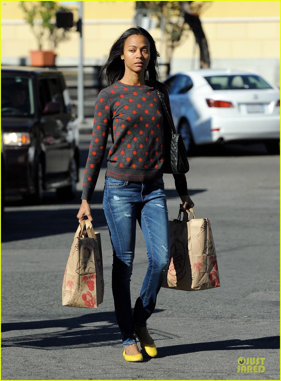 zoe saldana grabs groceries marco perego walks mugsy 13