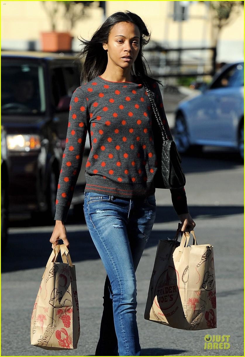 zoe saldana grabs groceries marco perego walks mugsy 17