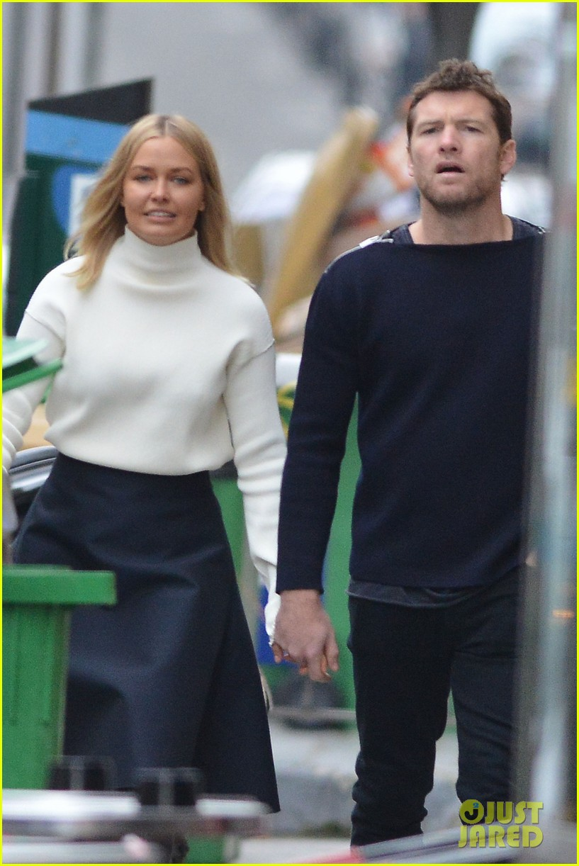 sam worthington lara bingle get romantic for paris vacation 042996052