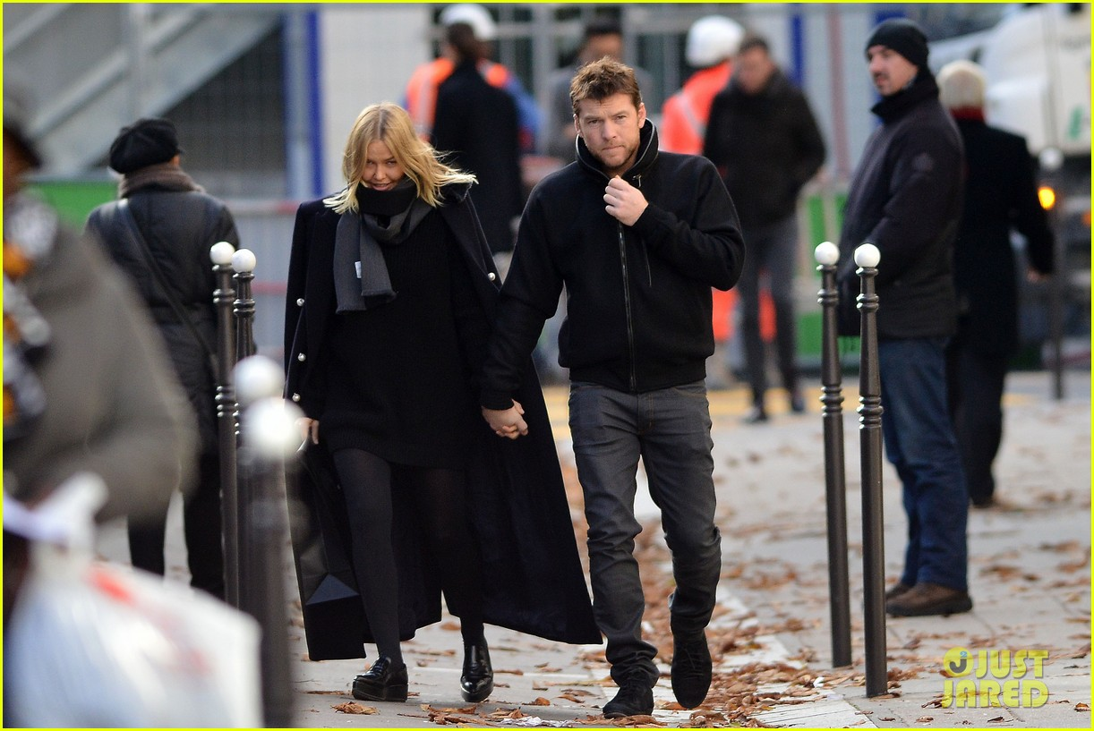 sam worthington lara bingle get romantic for paris vacation 08