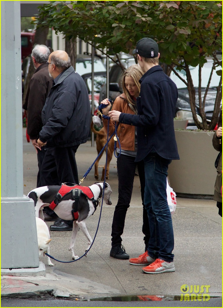amanda seyfried halloween dog walk with male pal 03
