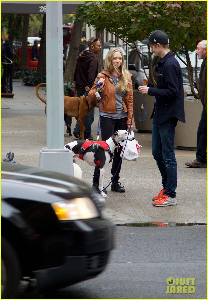 amanda seyfried halloween dog walk with male pal 04