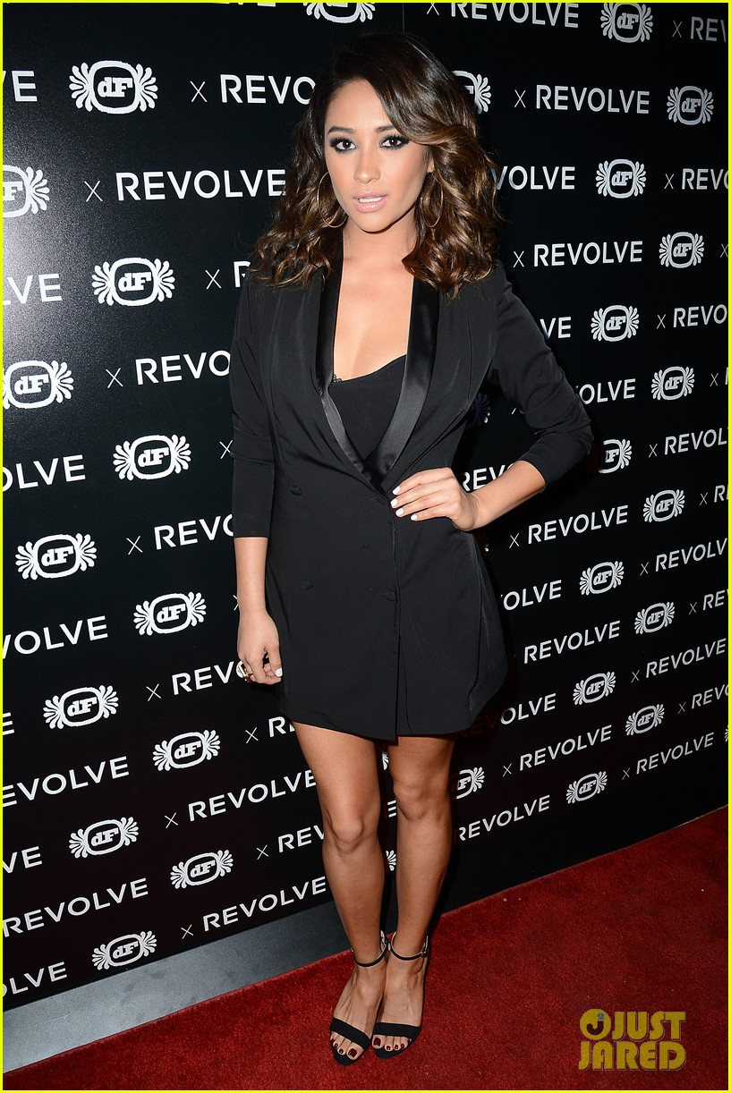 shay mitchell jessica lowndes revolve 10 anniversary party 122989007