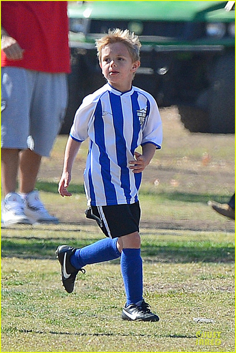 britney spears david lucado soccer game with kevin federline 042989144