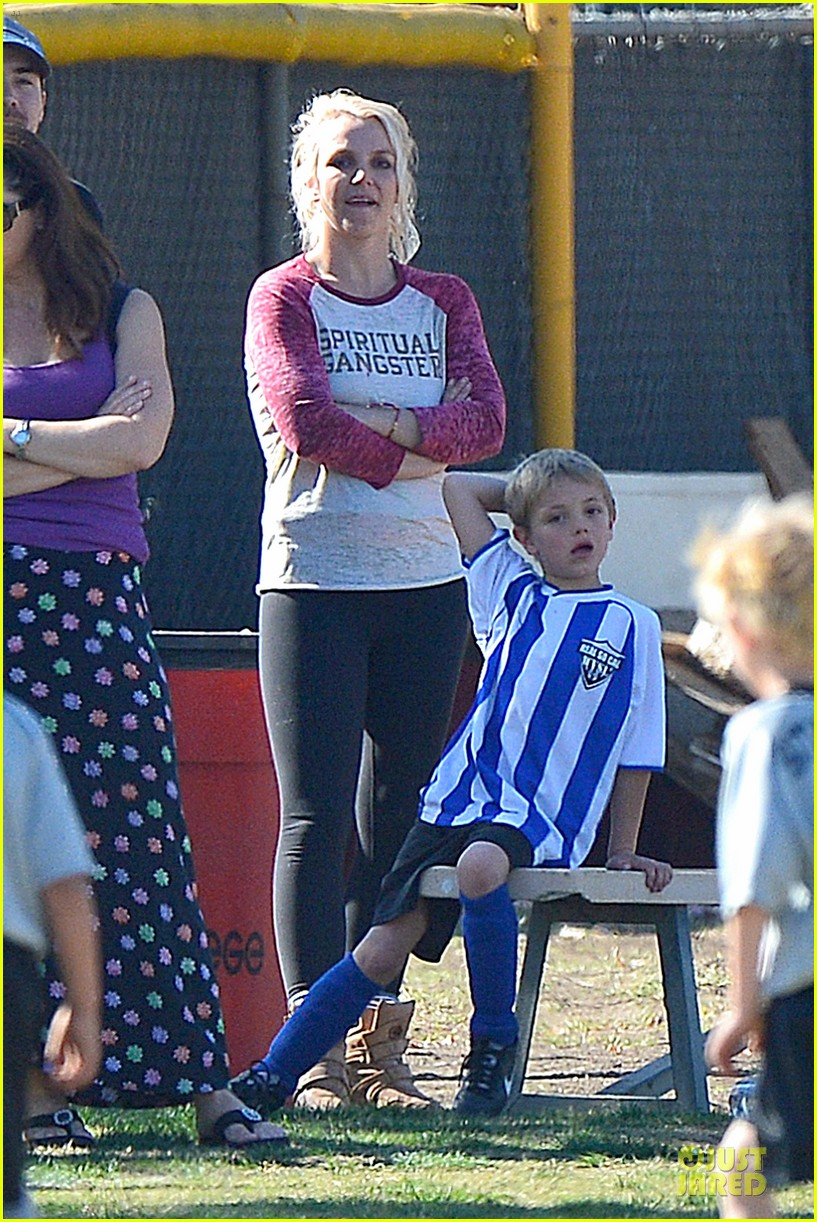 britney spears david lucado soccer game with kevin federline 27
