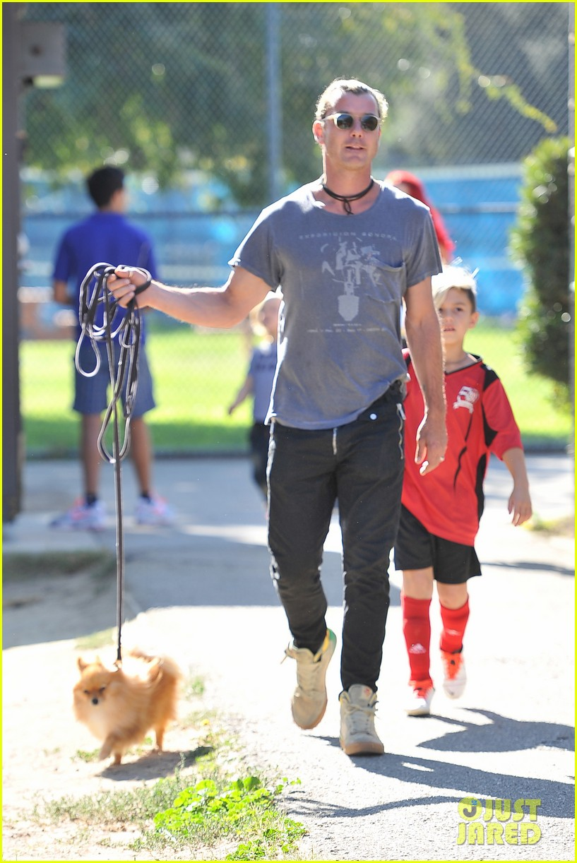 gwen stefani gavin rossdale keep busy over the weekend 08