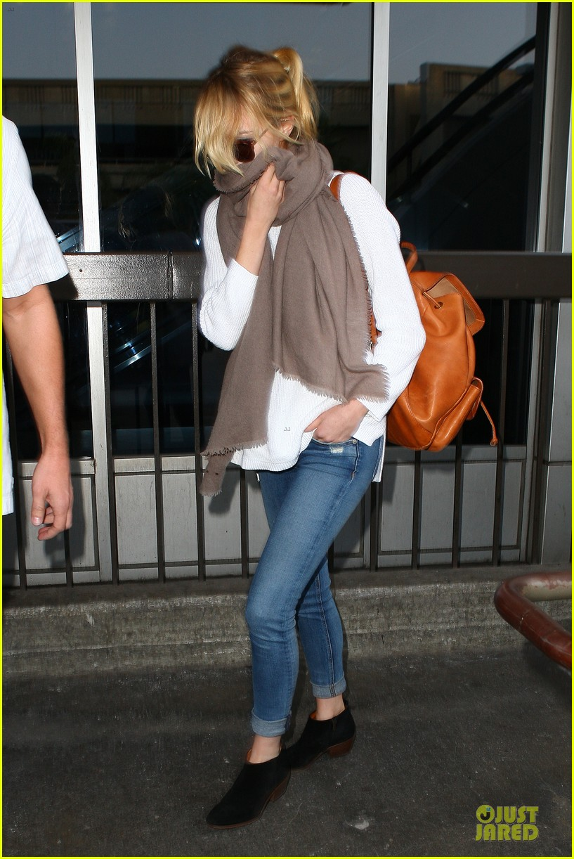 emma stone lands in lax airport after quiet few months 18