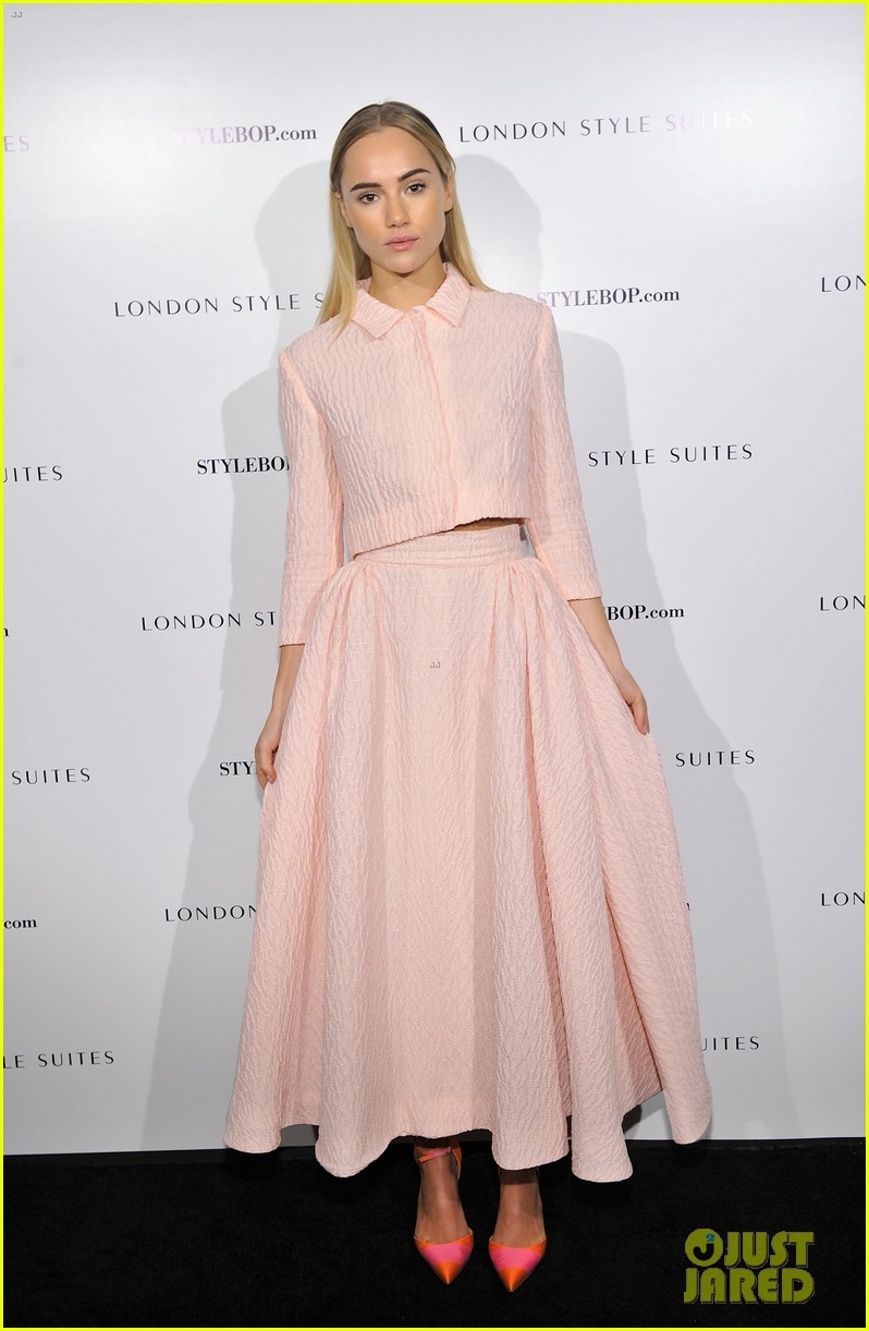 suki waterhouse jamie alexander london style suites cocktail party 03