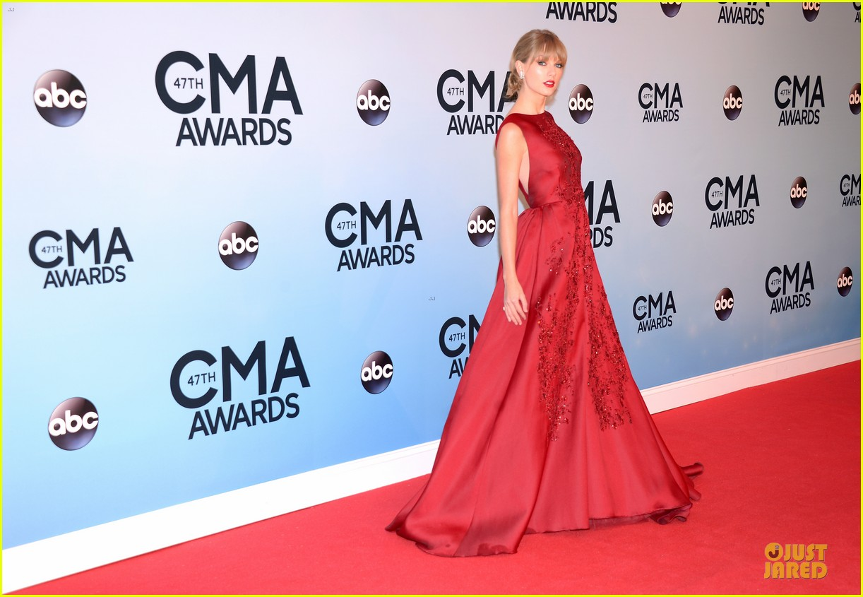 taylor swift cma awards 2013 red carpet 032987200