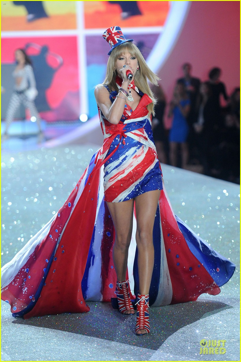 taylor swift victorias secret fashion show performer 2013 05