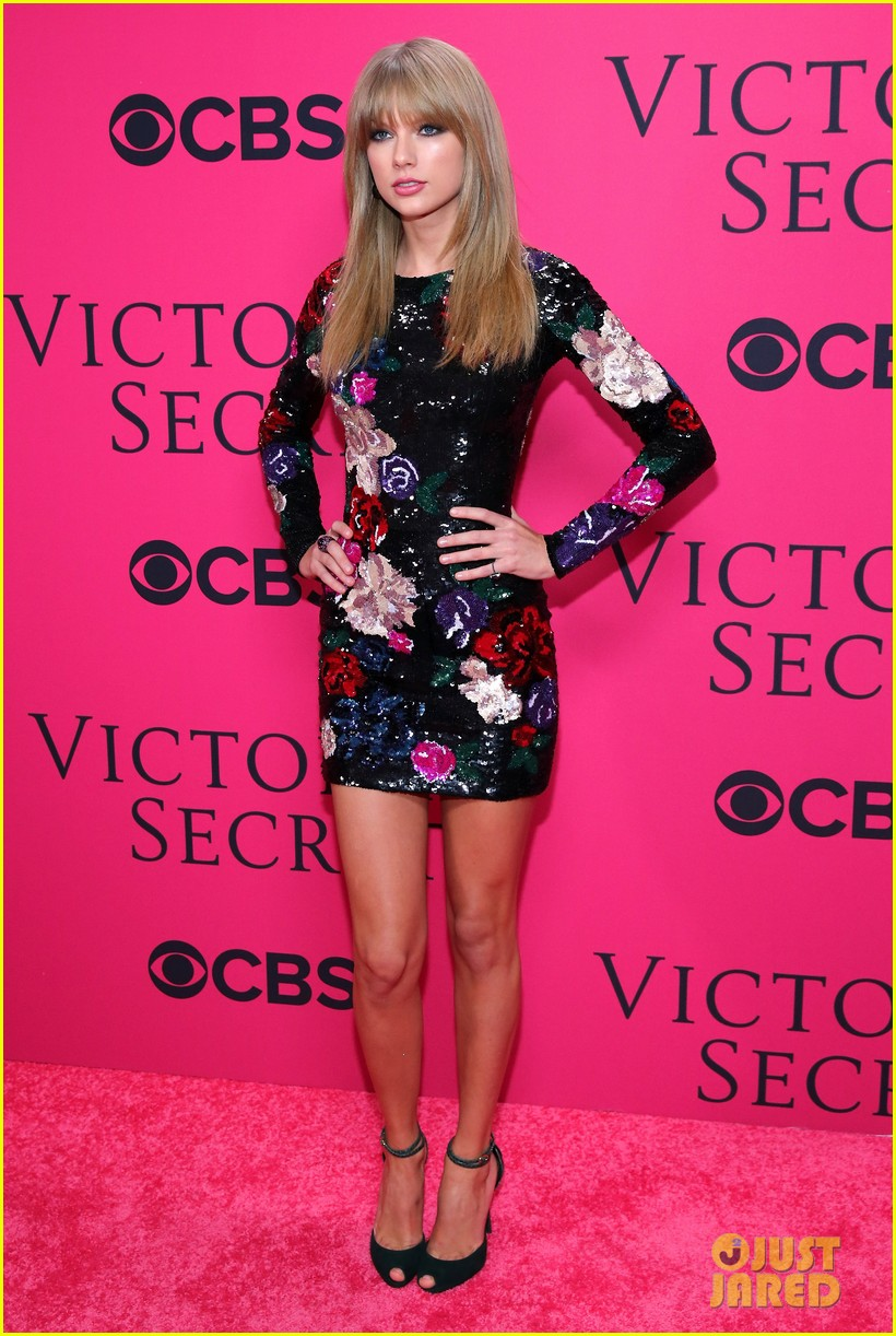 Full Sized Photo Of Taylor Swift Victorias Secret Fashion Show 2013 Pink Carpet 01 Photo
