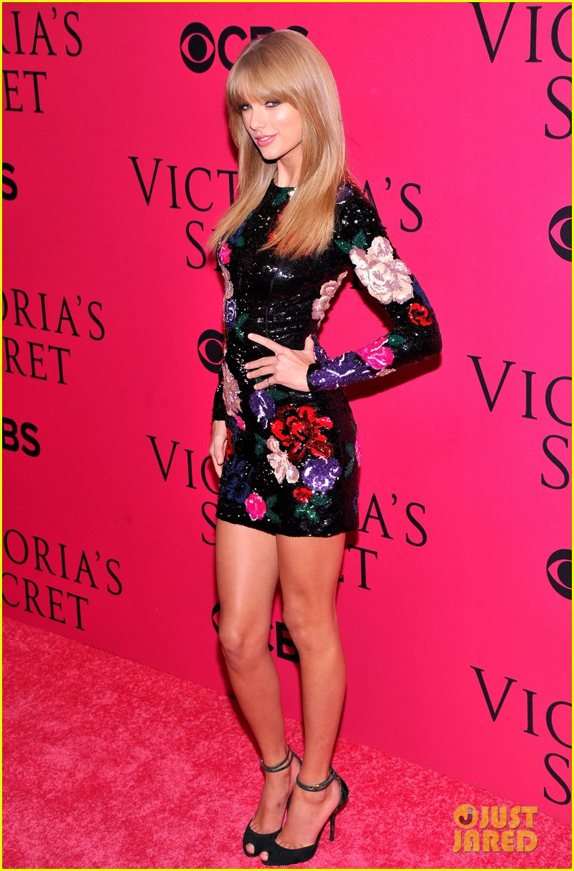 taylor swift victorias secret fashion show 2013 pink carpet 07