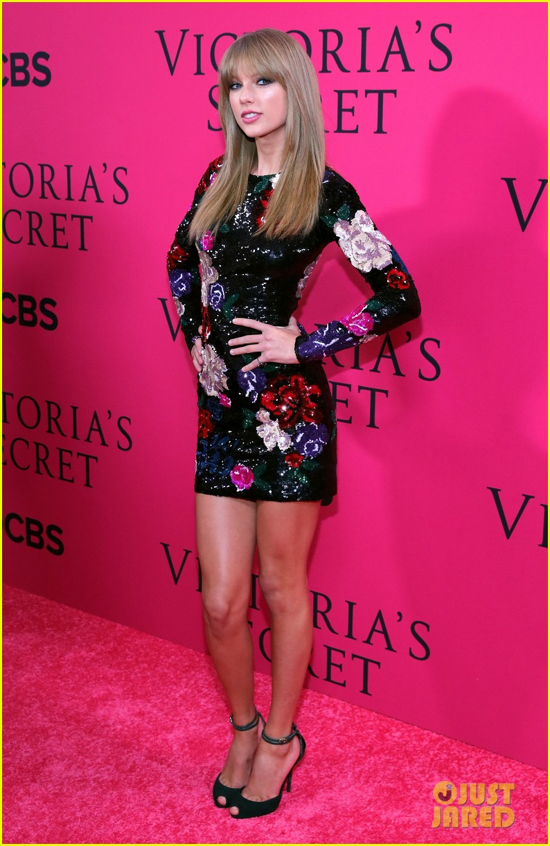 taylor swift victorias secret fashion show 2013 pink carpet 102992082