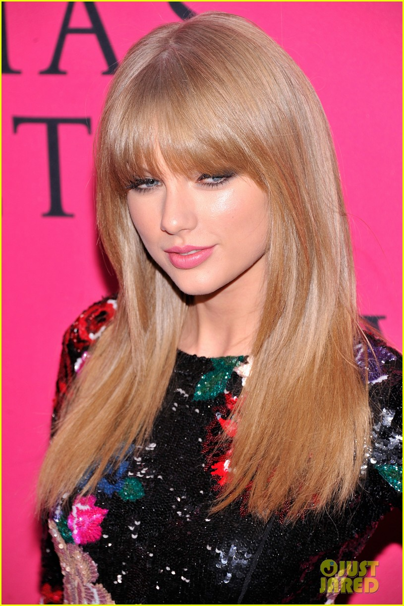 taylor swift victorias secret fashion show 2013 pink carpet 122992084